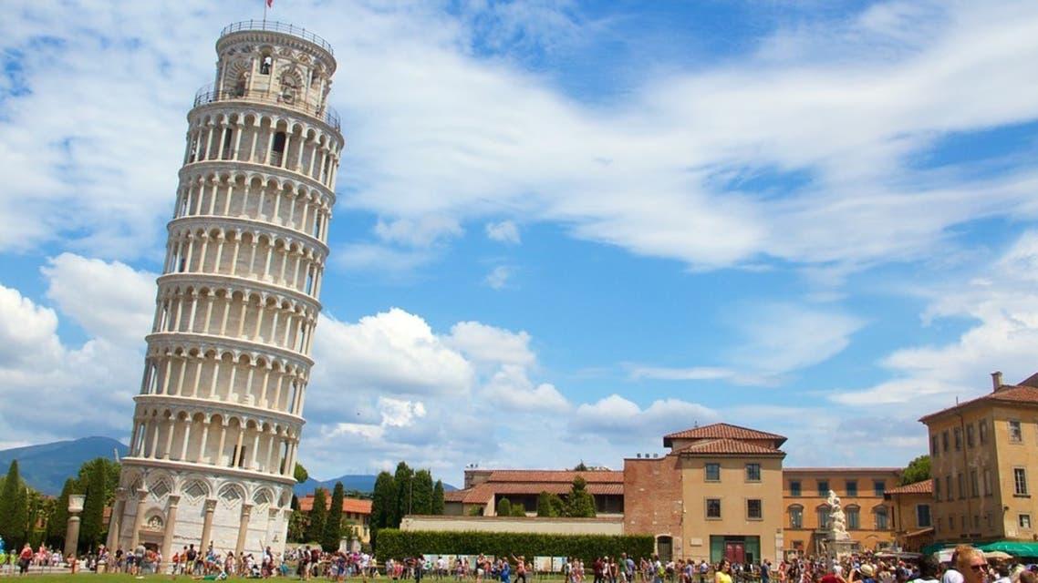 أين يقع برج بيزا المائل