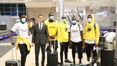 صورة بعثة توسكر الكيني تصل لمصر استعداداً لمواجهة الزمالك